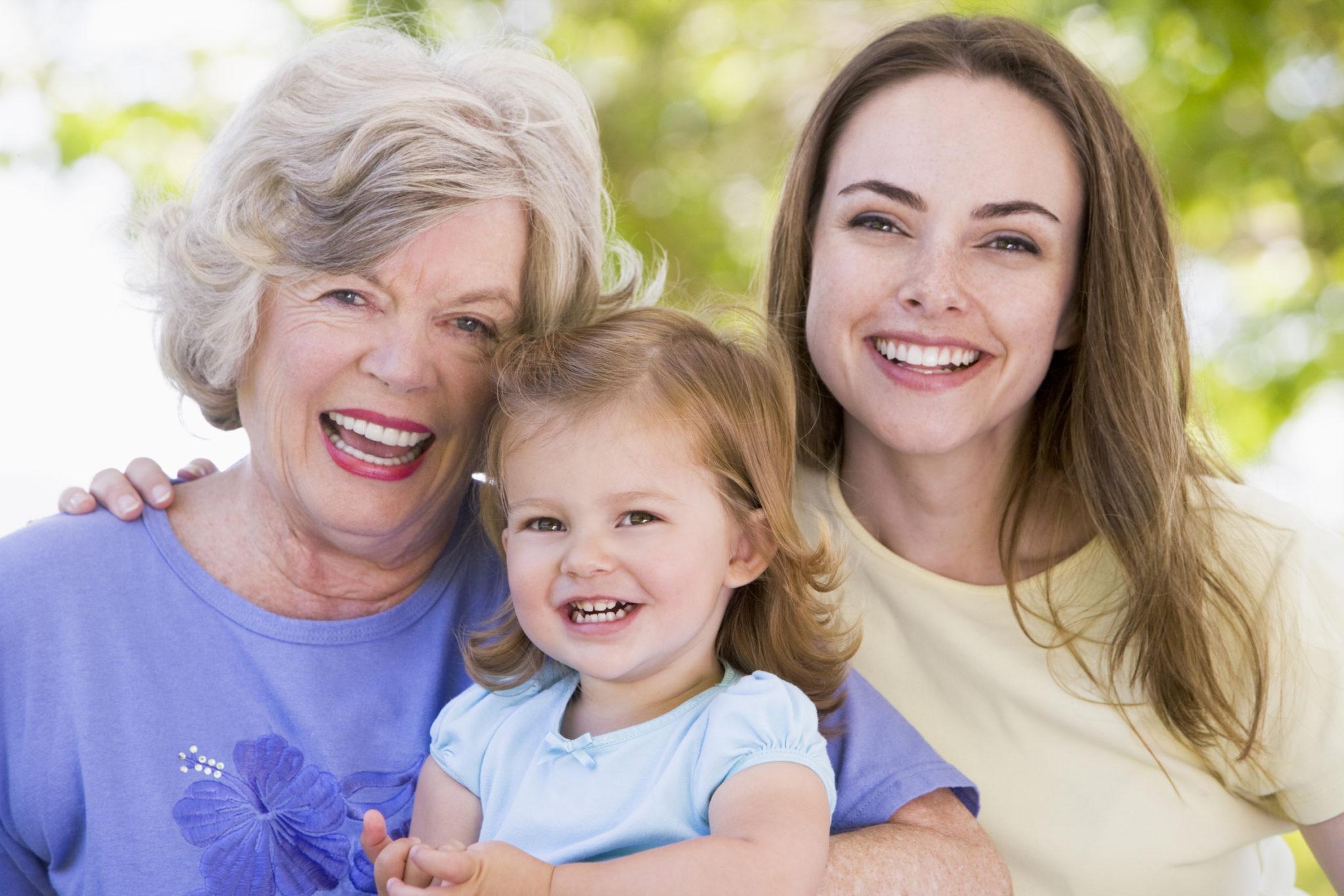 Можно ли оформить декретный отпуск на бабушку пенсионерку?