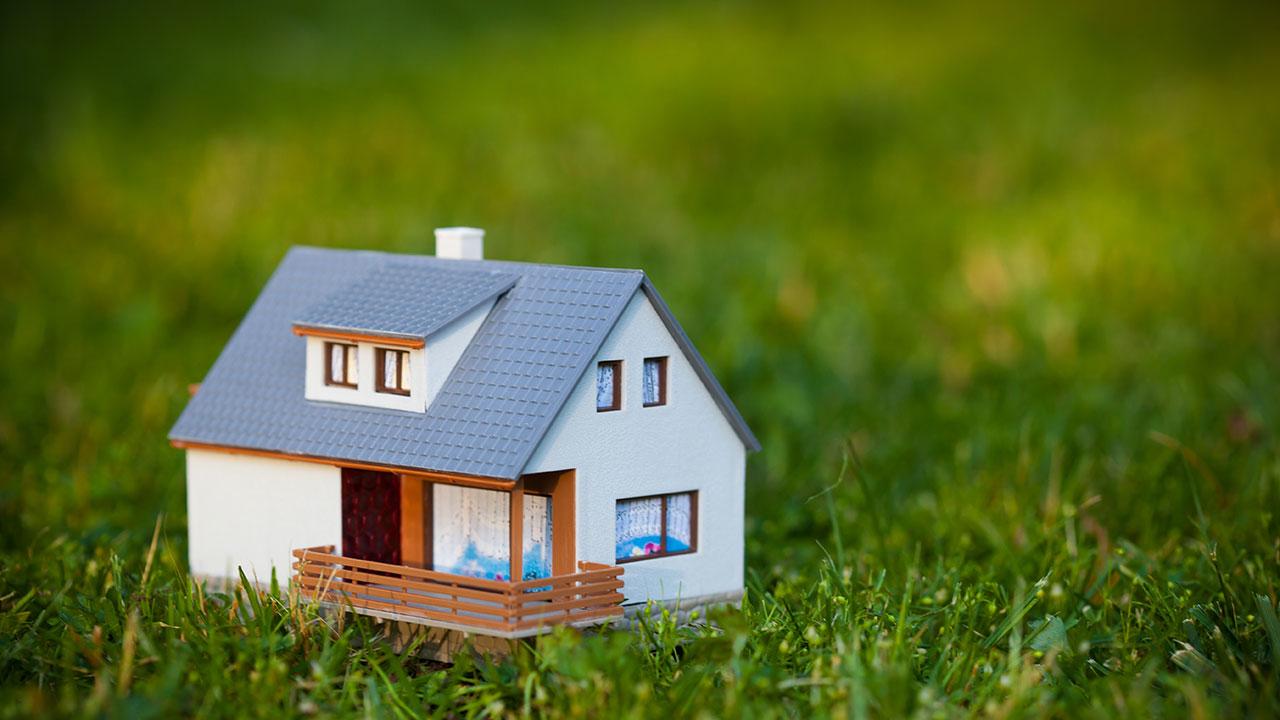 Платят ли пенсионеры налог на дачу и землю в 2016-2017 году? Что такое кадастровая стоимость объекта?