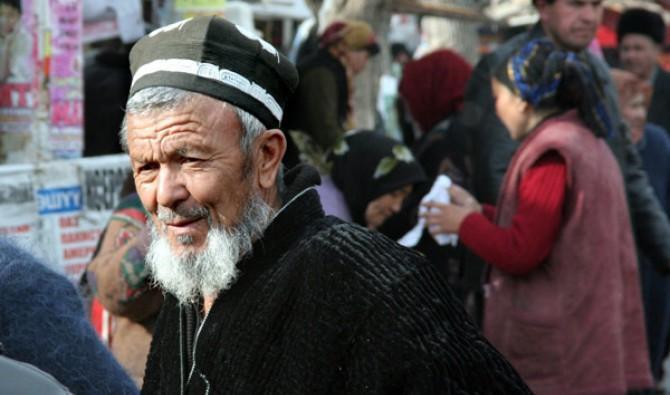 Пенсионеров Узбекистана перевели на карточки