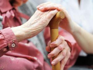 Уход за пожилыми людьми старше 80 лет: сколько платят?