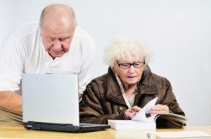 В каком банке лучше взять кредит пенсионеру под маленький процент?