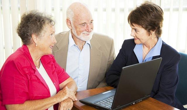 В каком банке лучше взять кредит пенсионеру?