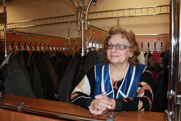 Работа гардеробщицей для пенсионеров в Москве