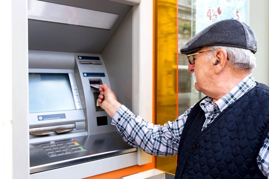 Когда начисляют пенсию на карточку Сбербанка