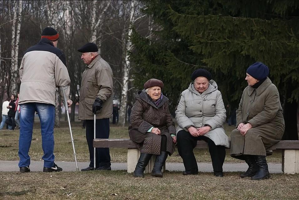 пенсионеры по всей стране жалуются на копеечные доплаты к пенсии