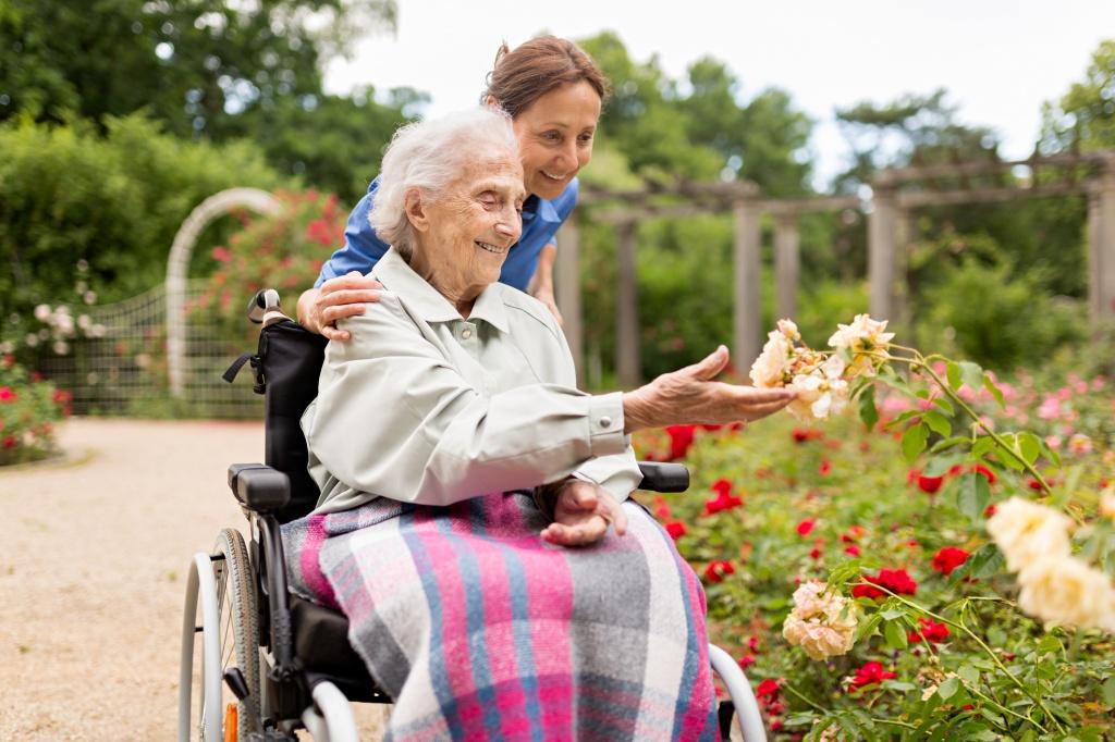 Как попасть в дом престарелых пенсионеру