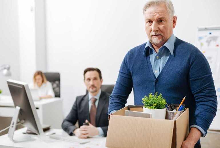 Как пенсионеру уволиться без отработки одним днём