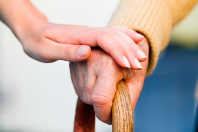 Помощь пожилым людям на дому