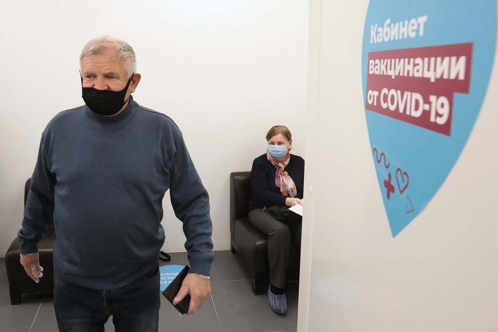Как получить 1000 рублей за прививку пенсионерам